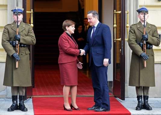 Lachef de gouvernement polonais, Beata Szydlo, et le premier ministre britannique, David Cameron, le 6 février, à Varsovie.