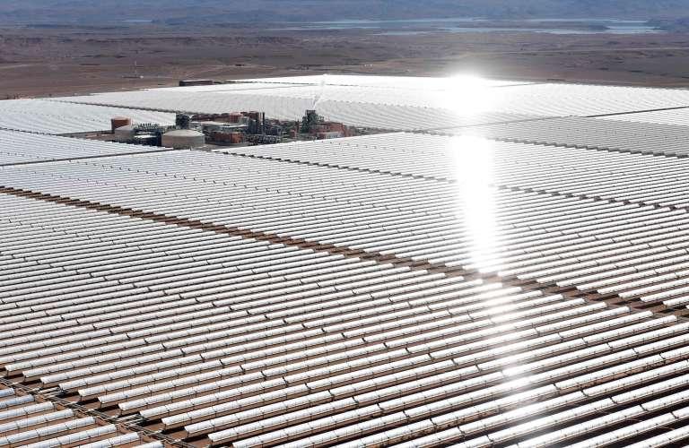 Centrale solaire Noor 1, située à une vingtaine de kilomètres de Ouarzazate.