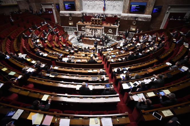 Manuel Valls devant l'Assemblée nationale en février 2016.