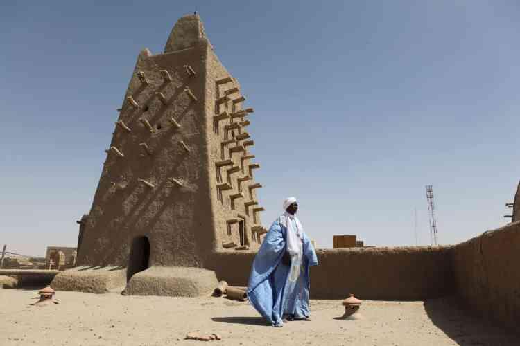 La mosquée Djingareyber le 4 février à Tombouctou, dans le nord du Mali, après la cérémonie de restauration des mausolées détruits par les djihadistes en 2012, et réhabilités avec l'UNESCO.