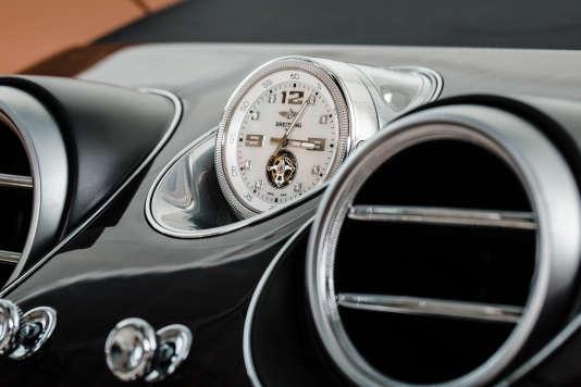 En option, Bentley propose une horloge Breitling Mulliner Tourbillon en or massif et diamants d'une valeur de 181500 euros.