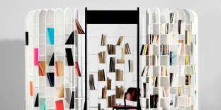 La bibliothèque Area circonscrit une pièce dans la pièce, entre isoloir, boudoir, bureau...