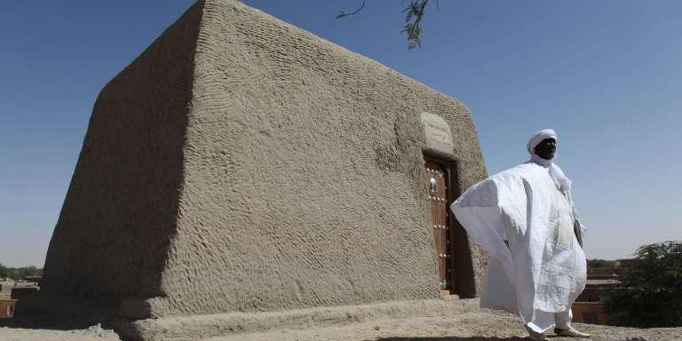 Sane Chirfi représente la famille qui veille sur le mausolée d'Alpha Moya, à Tombouctou.
