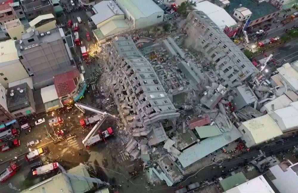 Immeuble effondré à Tainan, dans le sud-ouest de Taïwan, le 6 février, à la suite d'un séisme de magnitude 6,4.