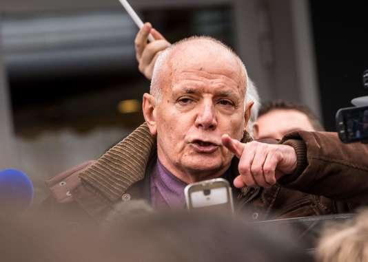 Le général Christian Piquemal, ancien commandant de la Légion étrangère, a été interpellé à Calais, le 6 février 2016, à l'issue de la manifestation qui était interdite.