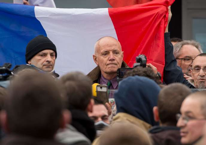 Christian Piquemal à la manifestation interdite du 6 février 2016 à Calais.