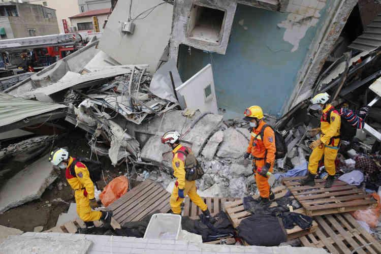 Taïwan, proche de la jonction entre deux plaques tectoniques, est régulièrement touchée par des tremblements de terre.