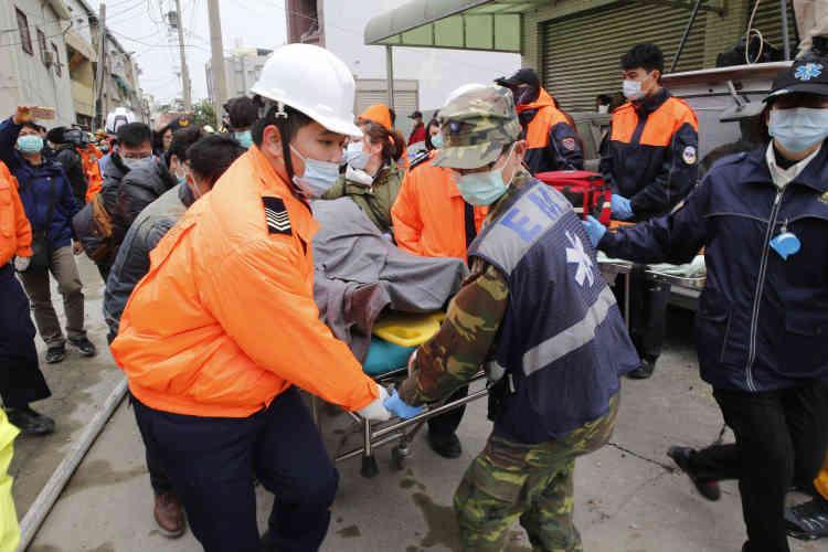 La secousse est survenue à une profondeur de 10 kilomètres, à 39 kilomètres au nord-est du port de Kaohsiung, la deuxième ville du pays, selon l'Institut géologique américain.