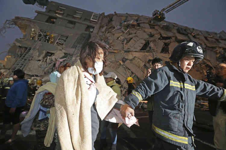 Les secours s'activent après le séisme.