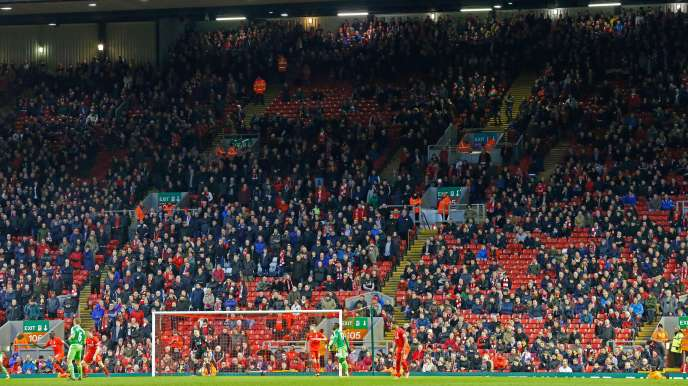La tribune des supporteurs de Liverpool a été abandonnée par une bonne partie de ses occupants à la 77e minute.