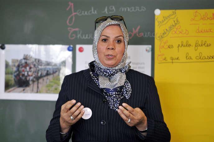 Latifa Ibn Ziaten lors d'une intervention contre le racisme et l'antisémitisme dans l'école élémentaireJean Dargassies, à Eaunes, en mars 2015.