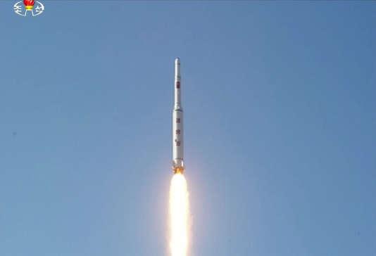 Image du tir diffusée par la télévision nord-coréenne et relayée par l'agence sud-coréenne Yonhap, le 7 février.