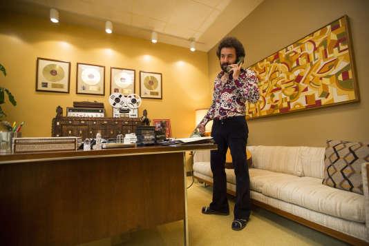 """Max Casella  dans le rôle de Julie Silver dans """"Vinyl""""."""