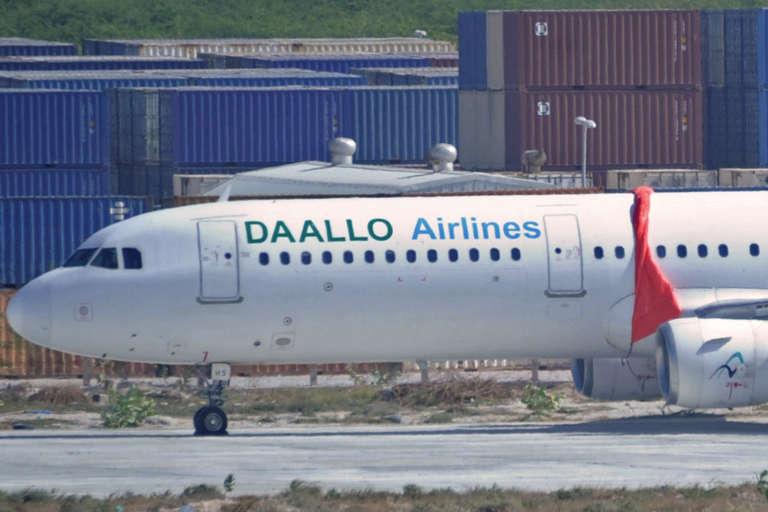 Un avion de Daallo Airlines, le 3 février à Mogadiscio.