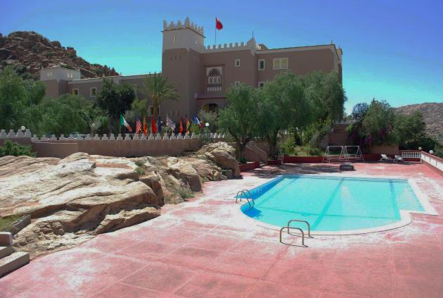 A Tafraout, l'hôtel Les Amandiers, fut  inauguré par le roi Mohammed V, père d'Hassan II, en 1958.