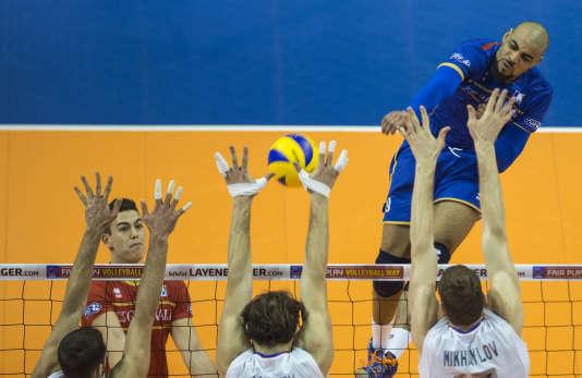 Earvin Ngapeth, l'attaquant star des volleyeurs tricolores, en finale du Tournoi de qualification olympique à Berlin contre la Russie, le 10 janvier.