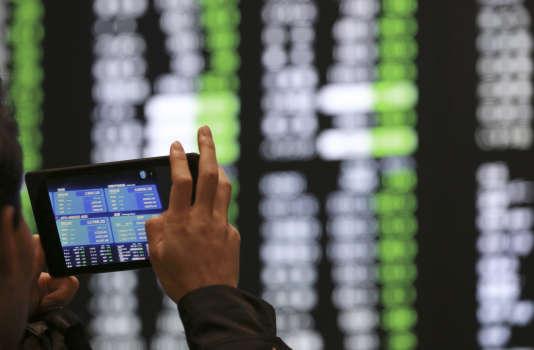 A la Bourse de Tokyo, qui enregistre sa plus forte baisse en pourcentage depuis la mi-2013, le 9 février.