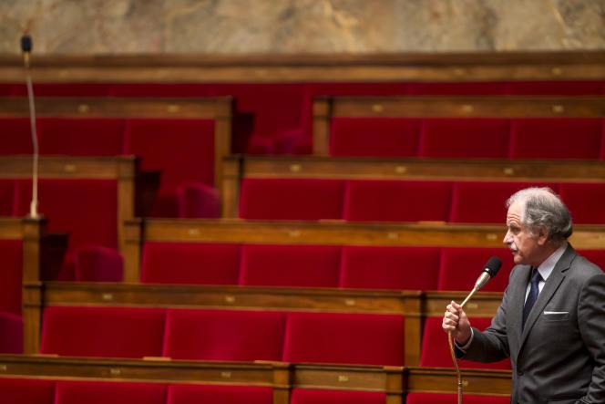 Noël Mamère participe au débat sur l'état d'urgence et la révision constitutionnelle à l'Assemblée nationale, lundi 8février.