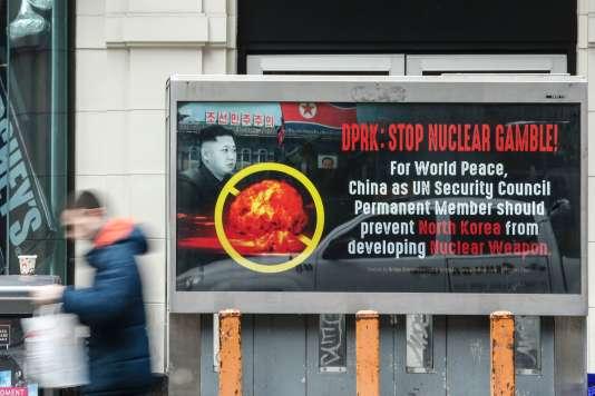 Un poster contre le programme nucléaire nord-coréen, le 9 février, à Times Square, New York.