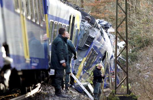 Des centaines secouristes sont mobilisés près de Bad Aibling, en Allemagne, où deux trains sont entrés en collision mardi 9 février.