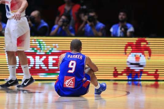 Tony Parker après la défaite de la France contre l'Espagne en demi-finale de l'Euro 2015, à Lille.
