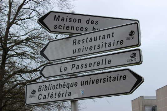 """A Angers, le service InfoCampus répond """"à toutes les petites questions qu'on peut se poser lorsqu'on débarque à l'université""""."""