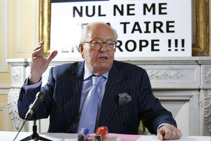 Jean-Marie Le Pen lors d'une conférence de presse en novembre 2015.