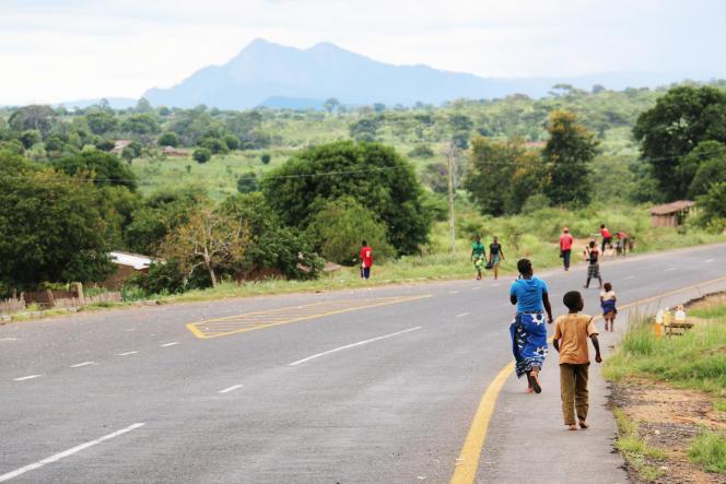 Février 2016 : des Mozambicains continuent de quitter leurs villages pour fuir les violences.