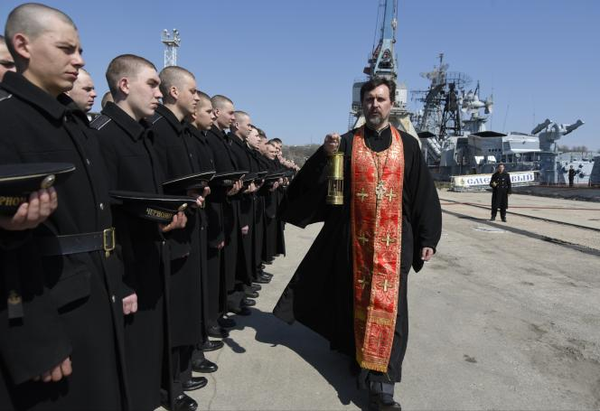 Une messe de Pâques destinée à la flotte russe, à Sébastopol, en Crimée, le 12 avril 2015.