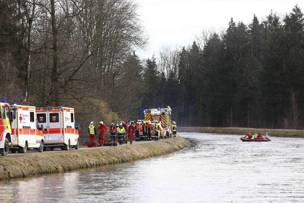 Les blessés sont ensuite transportés à l'hôpital par hélicoptère. Les secours craignent de retrouver d'autres morts à l'intérieur des trains.