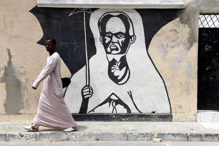 Une peinture d'El-Hadji Malick Sy, chef spirituel de la confrérie des tidjanes, à Dakar.
