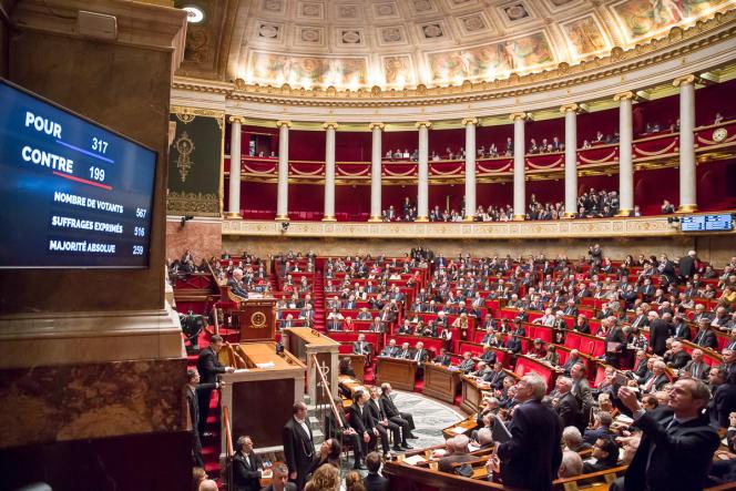Adoption du projet de révision constitutionnelle à l'Assemblée nationale à Paris, mercredi 10 février.