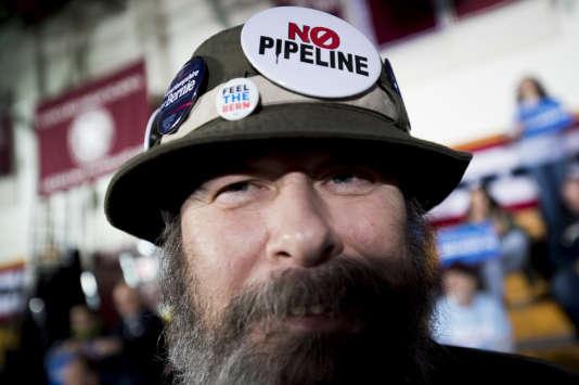 Un partisan de Bernie Sanders, lors d'un meeting du candidat démocrate, à Concord (New Hampshire), le 9 février.