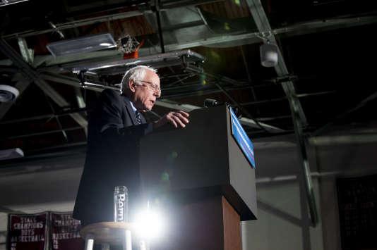 En décembre 2015, Bernie Sanders accusait un retard de 44 % sur Hillary Clinton en Caroline du Sud, selon un sondage Fox News.