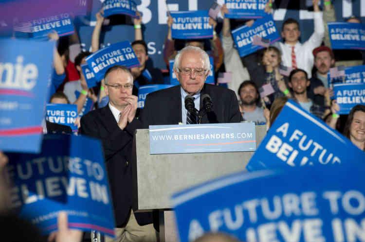 Les jeunes sont nombreux à applaudir les diatribes du candidat à l'investiture démocrate contre la finance.
