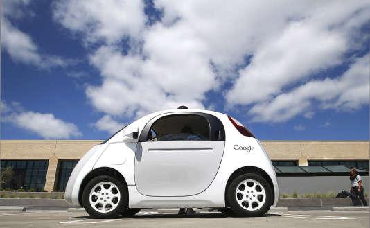 """La Google Car, en démonstration sur le """"campus"""" de Google, à Mountain View, en Californie."""
