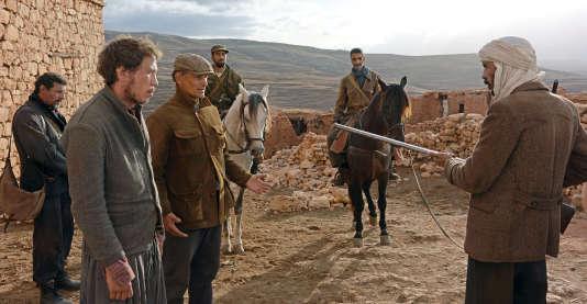 Une scène de «Loin des  hommes», de David Oelhoffen avec Reda Kateb et Viggo Mortensen (à gauche au premier plan).