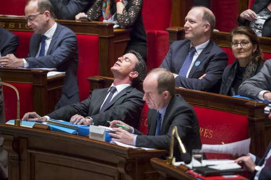 Manuel Valls et Jean-Jacques Urvoas participent au débat sur la déchéance de nationalité et la révision constitutionnelle à l'Assemblée nationale à Paris, mardi 9 février.