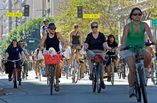 Le festival CicLAvia, créé en 2010, redonne, le temps d'une journée, certaines rues de LA à leurs habitants. Il attire désormais de 30 000 à 100 000 personnes quatre fois par an.