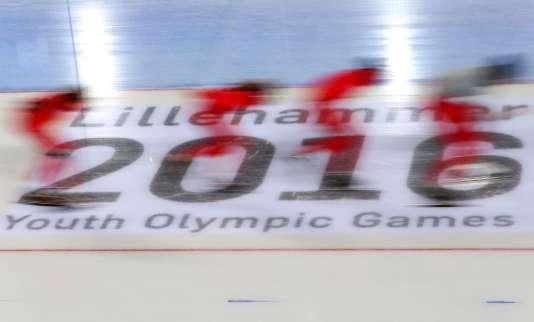 Les patineurs de vitesse polonais s'entraînent avant les Jeux olympiques de la jeunesse à Lillehammer.