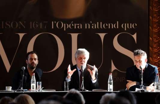 Le directeur de l'Opéra de Paris, Stéphane Lissner (au centre), entouré du directeur artistique Benjamin Millepied (à gauche) et du directeur musical Philippe Jordan, lors de la présentation de la saison 2016-2017, le 10 février au Palais Garnier, à Paris.