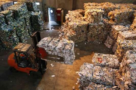 Un centre de tri de l'agence métropolitaine des déchets ménagers Syctom, le 27 août 2015 à Sevran.