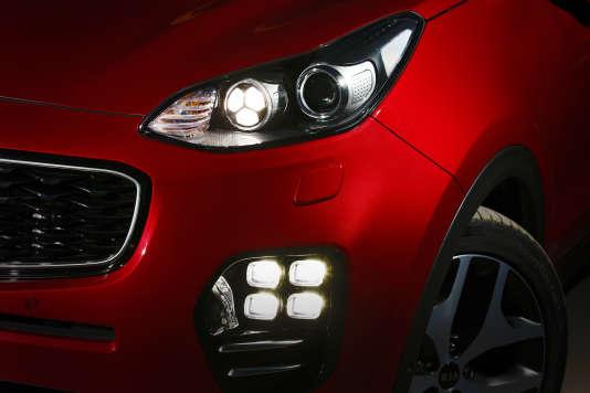 Les phares étirés du Sportage GT Line.