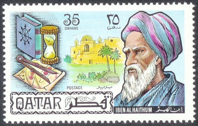 L'année 2021 marquera le millénaire de la publication du Traité d'optique d'Ibn Al-Haytham, l'un des textes majeurs de l'histoire des sciences. Rédigé plus de six cents ans avant la naissance d'Isaac Newton, cet ouvrage est reconnu comme l'une des plus anciennes illustrations de la méthode scientifique moderne (Timbre-poste du Qatar).