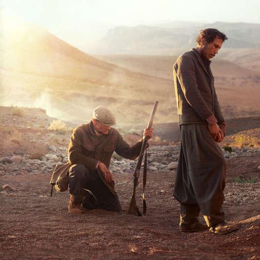 Viggo Mortensen dans le rôle de Daru l'instituteur (à gauche) et Reda Kateb dans celui de Mohamed «l'Arabe» (à droite) dans «Loin des hommes», de David Oelhoffen en 2014.