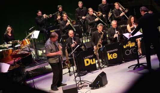 Le Duke Orchestra dirigé par Laurent Mignard invite le saxophoniste soprano John Surman, au Théâtre du Châtelet à Paris, le 8 février 2016.