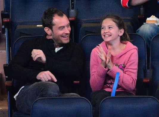 Jude Law et Iris Law, au Madison Square Garden à New York, le 14 avril 2012.