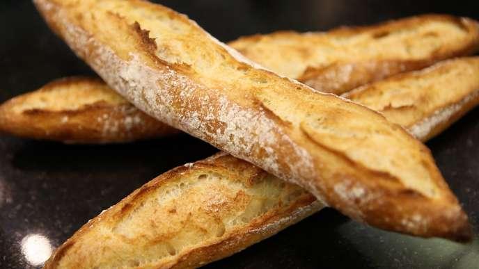 « Il est difficile d'imaginer à quel point le pétrissage actuel de 15-20 minutes, même lorsqu'il est qualifié de non intensif, oxyde la pâte et rend insipide le pain».