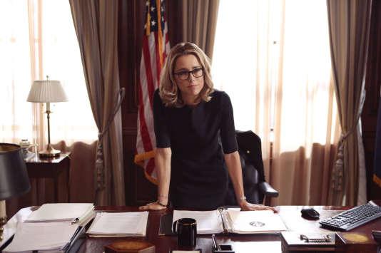 Elizabeth McCord (Tea Leoni) dans son bureau de la Maison Blanche.