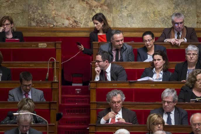 Les députés frondeurs Benoît Hamon et Aurélie Filippetti (au troisième rang), lors du vote sur la déchéance de nationalité, mardi 9février, à l'Assemblée nationale.